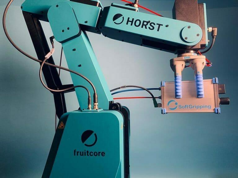 Robot industriale Fruitcore per la movimentazione di utensili pneumatici a presa morbida
